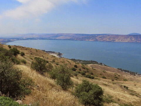 Its circumference is approximately 33 miles  (53km). It is the lowest freshwater lake on Earth at 686ft (209 m) below sea level. – Slide 4