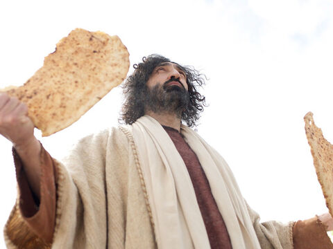 … looked up into the sky, and gave thanks. Then He broke off pieces for His disciples to set before the crowd. – Slide 14