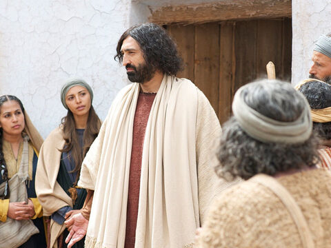 Jesus went into a building to teach and everyone crowded around and pushed to get in. – Slide 3