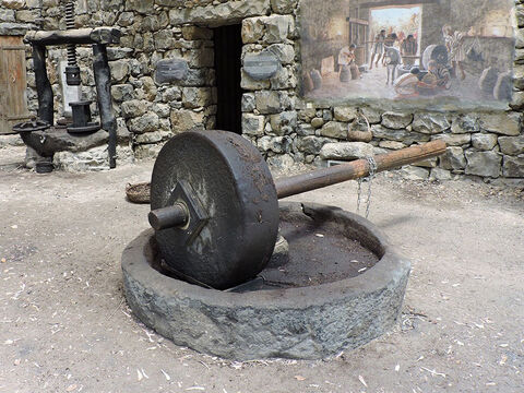 A wooden axle rod was inserted through the grinding stone. People could push this rod to rotate the grinding stone. – Slide 14