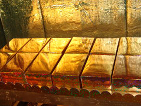 The finished loaves on the table of showbread in the Tabernacle or Temple. Here they are shown with the golden covers over them. – Slide 21